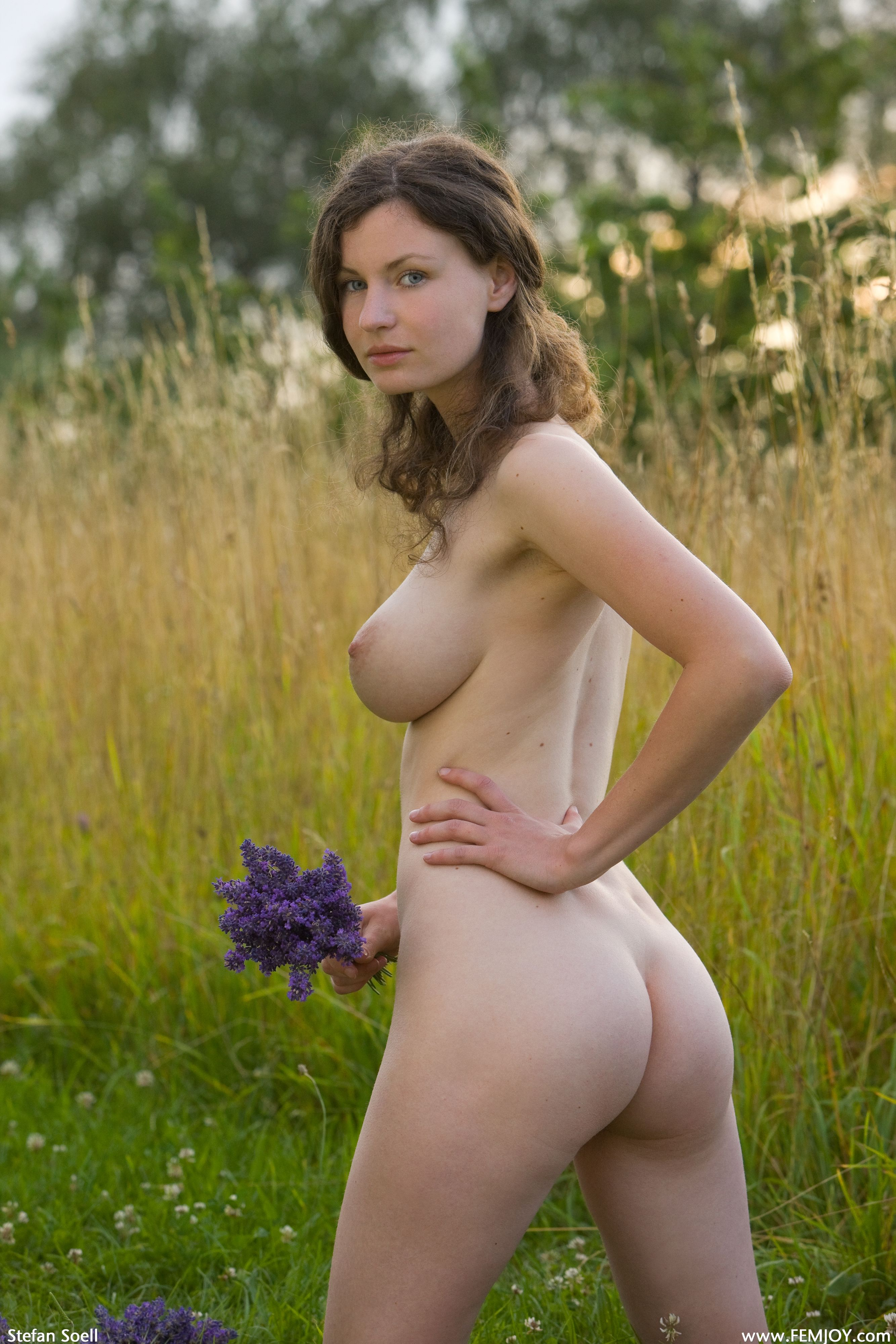 femles naked in public