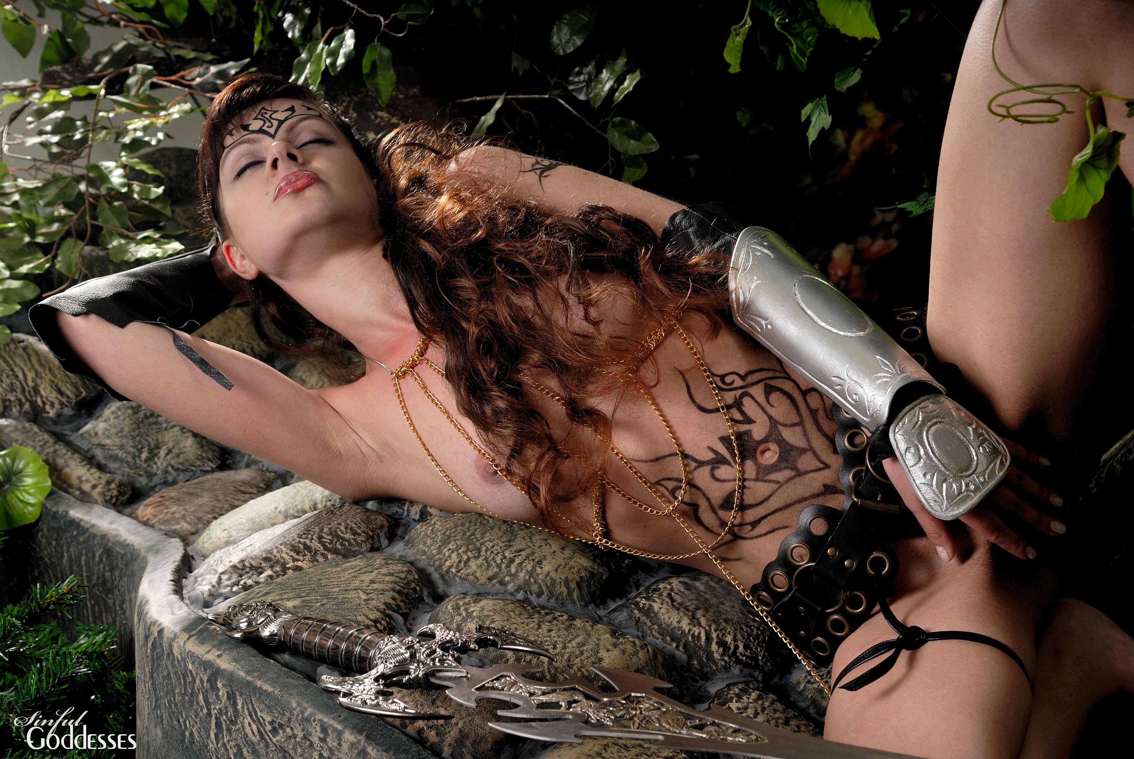Эротика девушки мечами 9 фотография