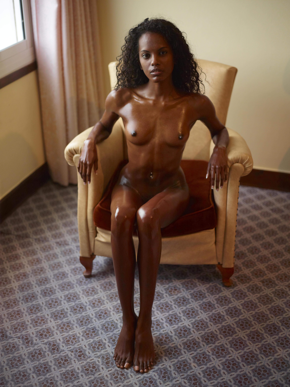 Сделал негретянке массаж с маслом 14 фотография